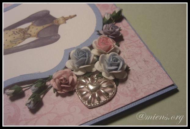 Detalj med rosor och en berlock