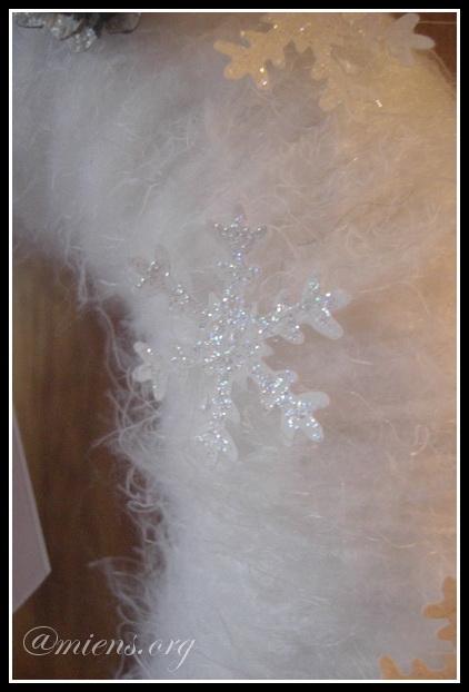 Stansade snöflingor med glitter