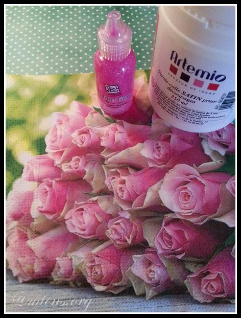 Servett med rosor, glitterlim och decoupagelim