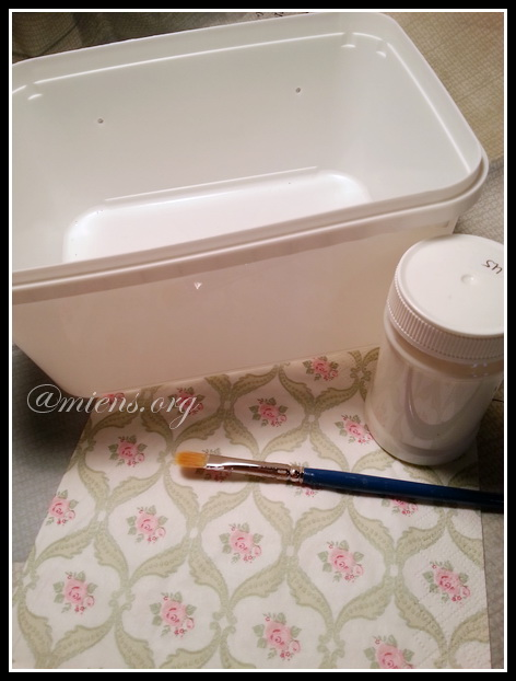 Låda för diskmedelskuddar dekorerad med decoupage