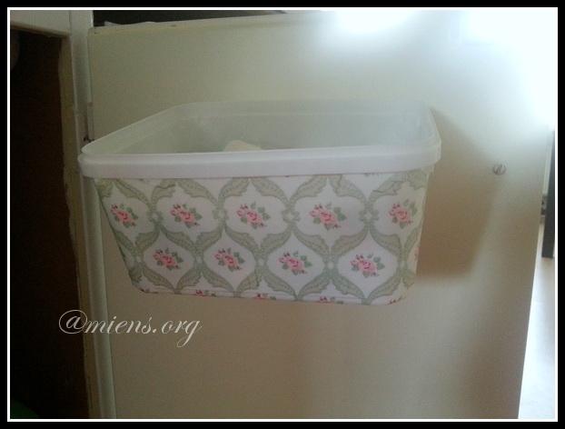 Låda för diskmedelskuddar dekorerad med decoupage - Färdigt att hänga på skåpdörren